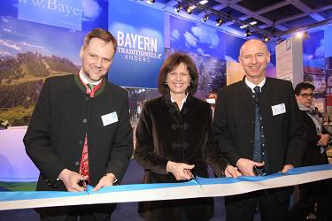ITB in Berlin: v.l.n.r. Jens Huwald, Geschäftsführer BAYERN TOURISMUS Marketing, Ilse Aigner, Wirtschafts- und Tourismusministerin von Bayern, Dr. Martin Spantig, Geschäftsführer BAYERN TOURISMUS Marketing,
