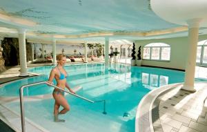 hallenbad_der_alpenrose_leading_family_hotel_resort_alpenrose