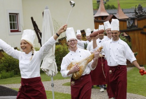 kuechenteam_des_kinderhotels_alpenrose_leading_family_hotel_resort_alpenrose