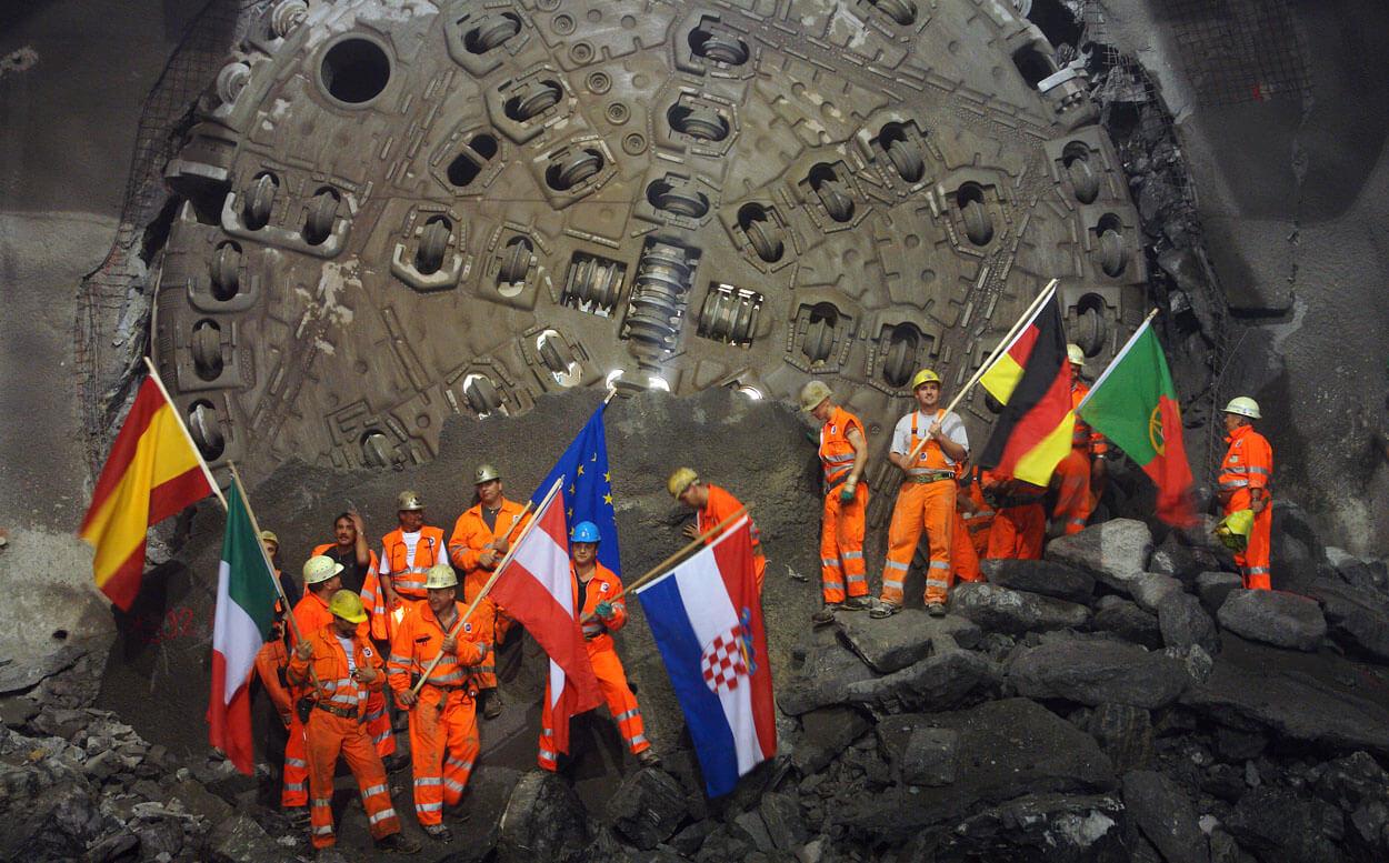 Weströhre Durschlag Tunnelbohrmaschine Gotthard-Basistunnel, Fa