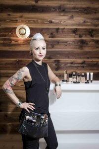 Make-Up-Artist Lisa sorgt für den perfekten Auftritt