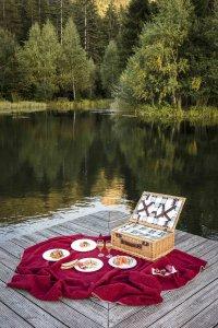 picknick_am_teich_vom_winterstellgut_in_der_naehe_der_luxuslodge_luxuslodge